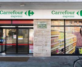 Insegna Carreffour per 546 punti di vendita Etruria e Apulia